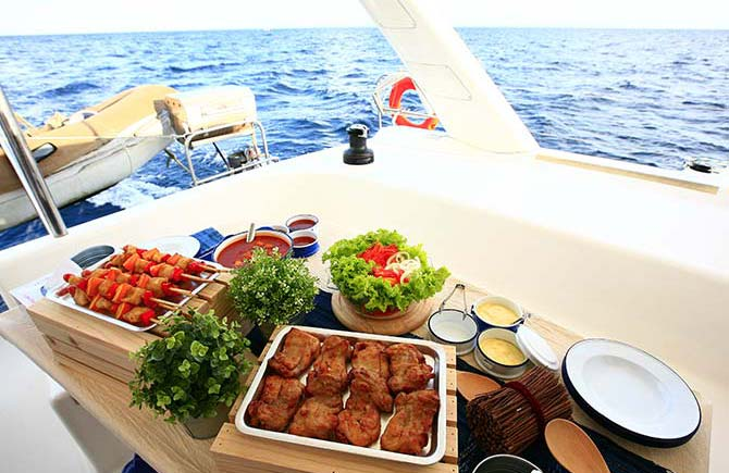Food delivery on the yacht